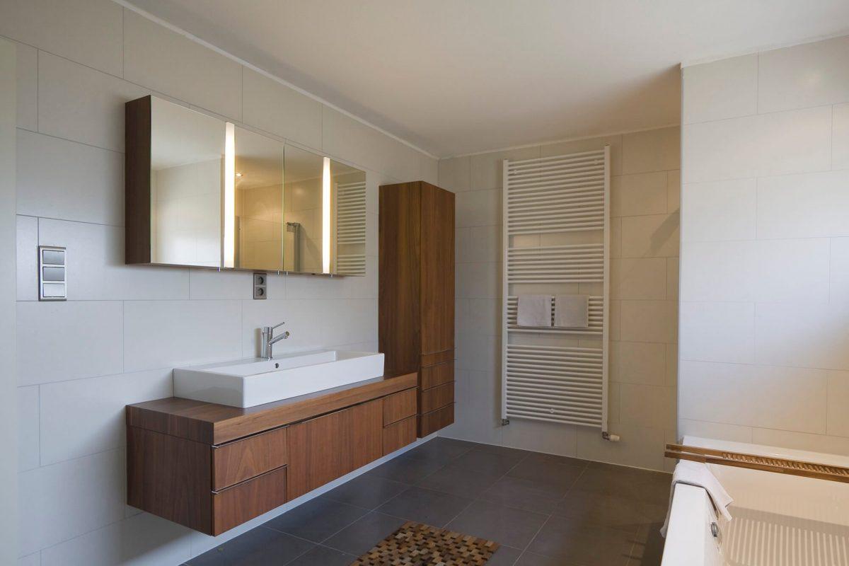 Zo lijkt jouw kleine badkamer groter tips inspiratie wiki wonen - Glazen kamer bad ...