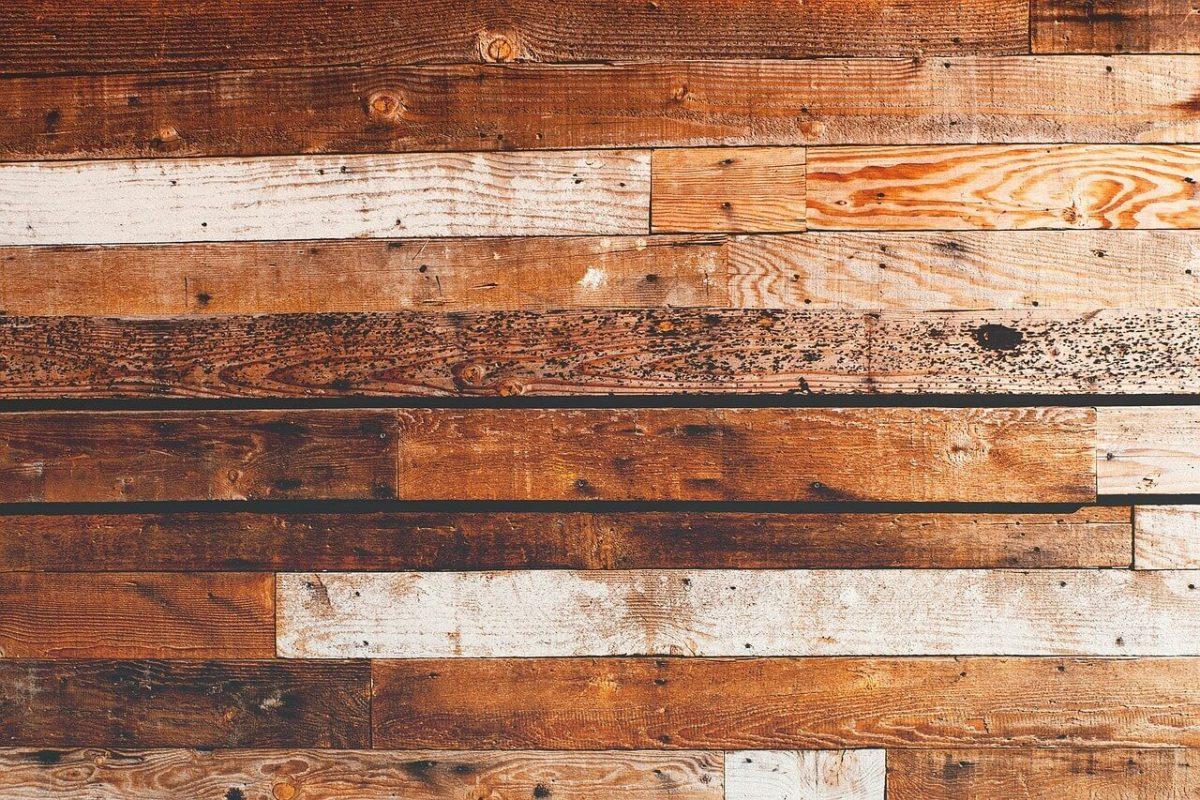 Zelf houten vloer leggen tips advies wiki wonen for Houten vloer isoleren