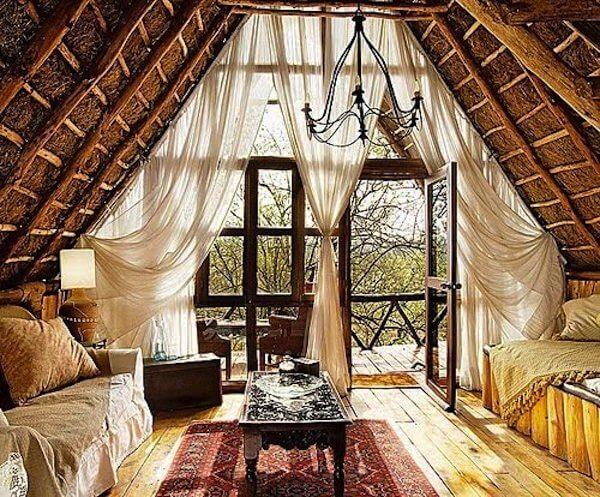 Woonkamer Inrichten Romantisch : Attic Living Room