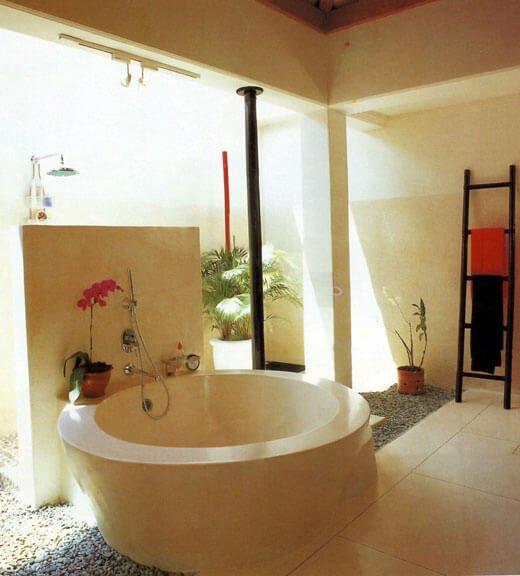 nadelen bad in slaapkamer : Badkamer en suite Bad in je Slaapkamer ...