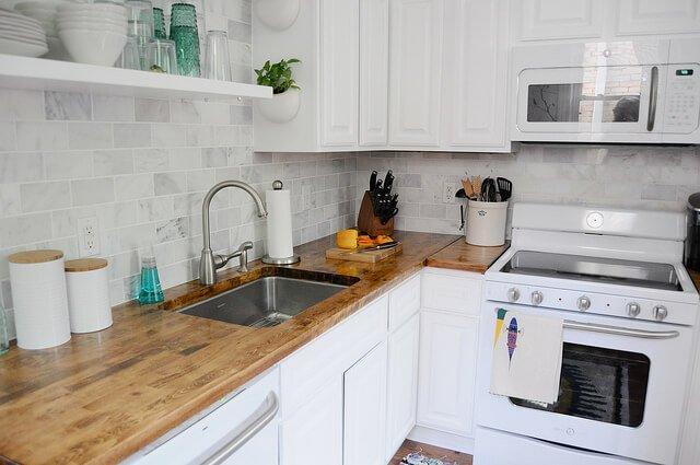 Een kleine keuken inrichten tips inspiratie wiki wonen - Keuken kleine keuken ...