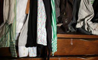 Kledingkast opruimen en je kleding uitzoeken