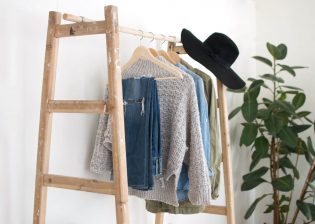 Kledingkast indelen - Zelfgemaakt kledingrek