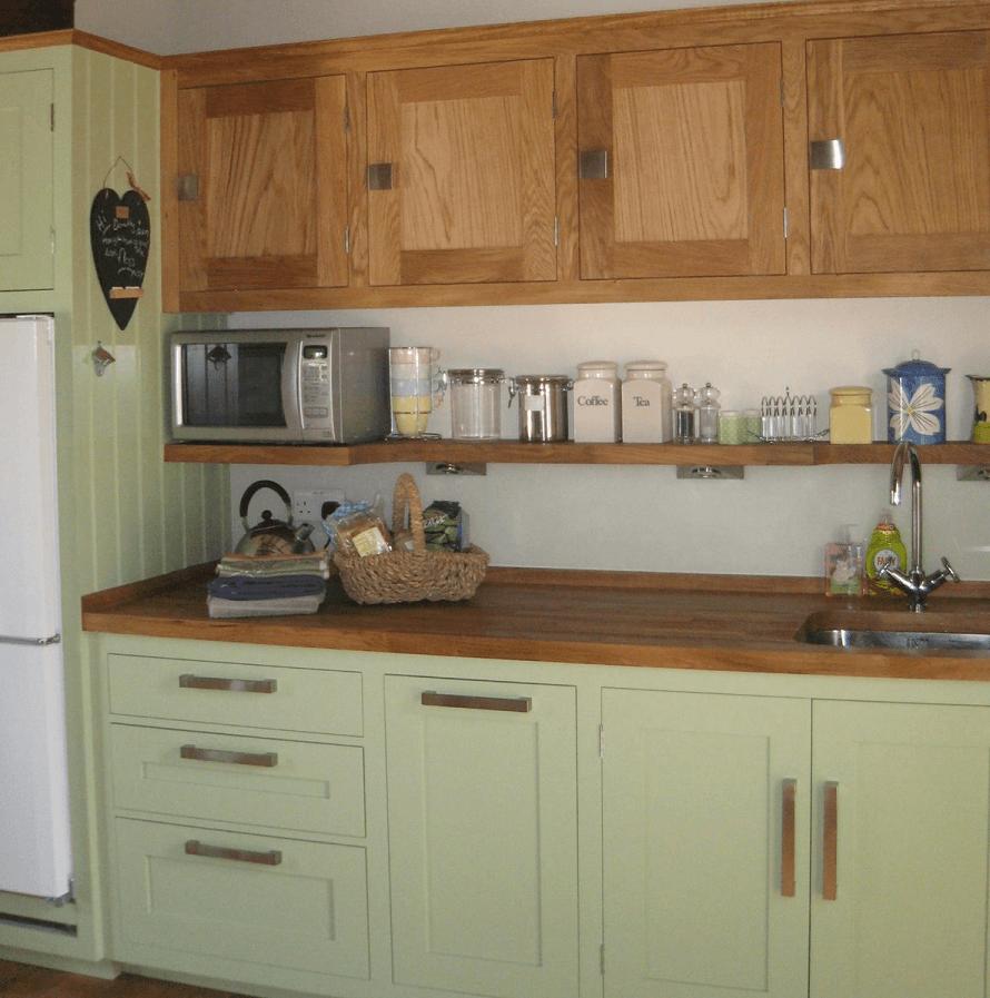 Keukenkastjes verven tips inspiratie handig stappenplan wiki wonen - Verf keuken lichtgrijs ...