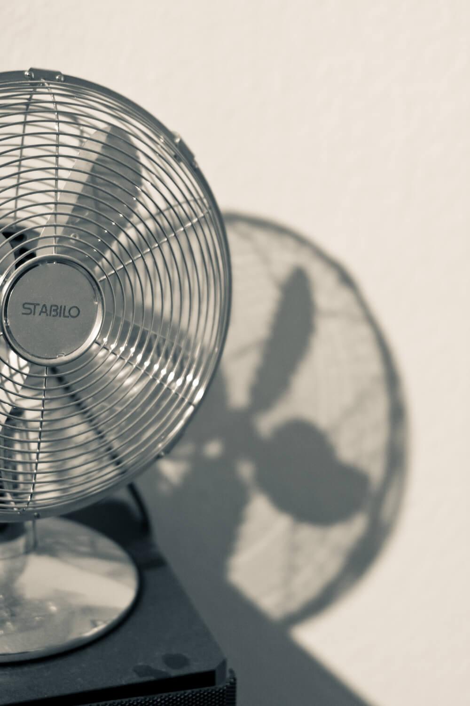muggen in huis bestrijden ventilator ventilator in de kamer