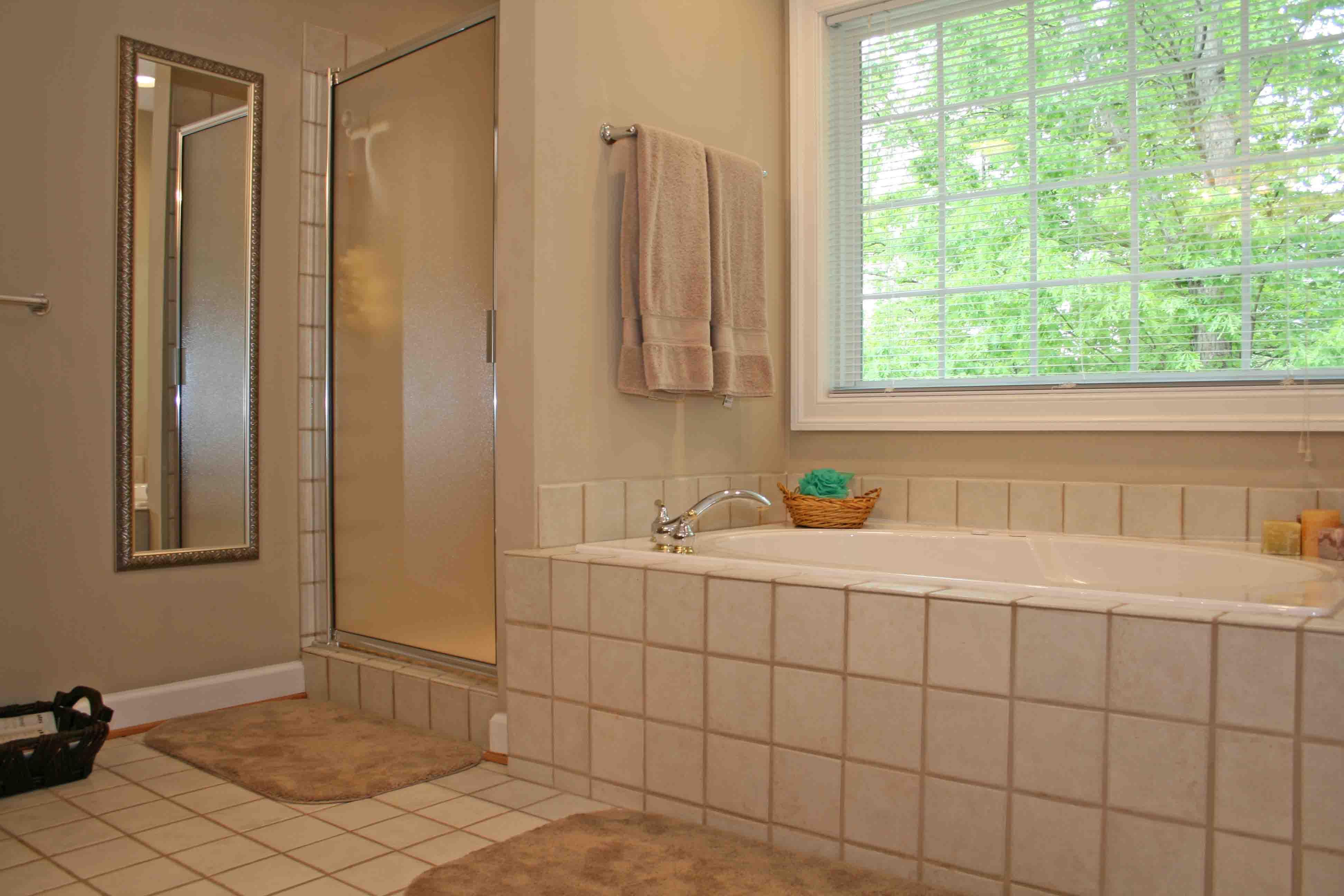 Badkamertegels en Voegen schoonmaken - Tips & Advies | Wiki Wonen