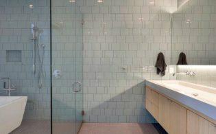 Badkamertegels schoonmaken en voegen reinigen